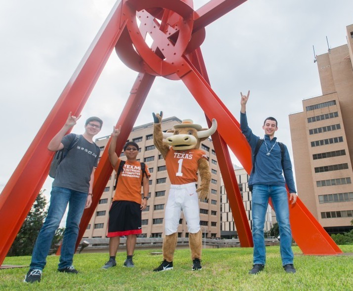 Hook Em and students in front of Mark Di Suvero's Clock Knot
