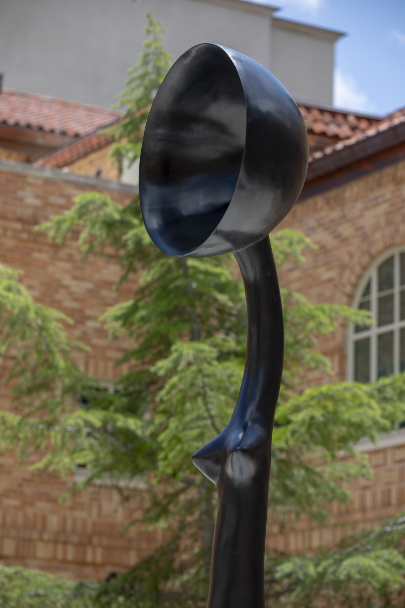 A detail of Simone Leigh's Sentinel IV. In this image the work is seen from the right and shows the figure from the stomach up, with a side view of the bowlcrown.